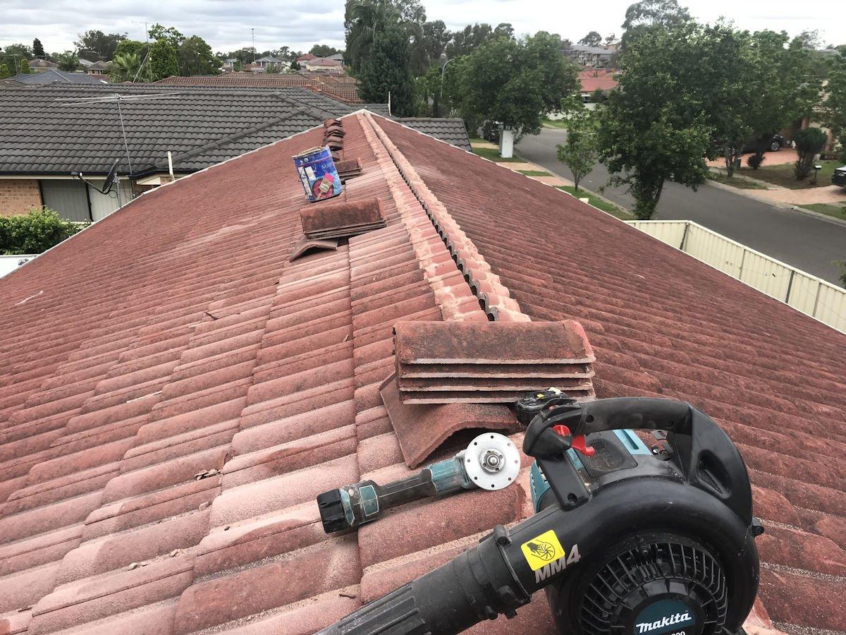Re-bedding ridge capping